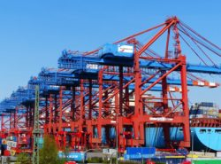 container-gantry-crane-1367606_1920